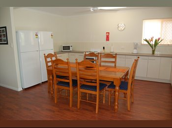 EasyRoommate AU - Couples Price Crash Special, Cairns - $210 pw