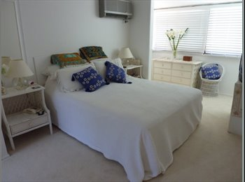 EasyRoommate AU - Aircon Ensuite Room, 100m to Sunnybank Plaza - Robertson, Brisbane - $260 pw