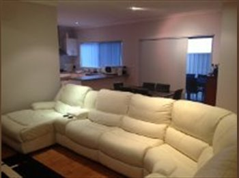 EasyRoommate AU - 1 Great room available, huge street front Villa - Victoria Park, Perth - $220 pw