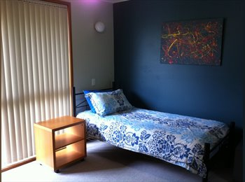 EasyRoommate AU - Single Room Walk to Griffith Nathan - Robertson, Brisbane - $195 pw