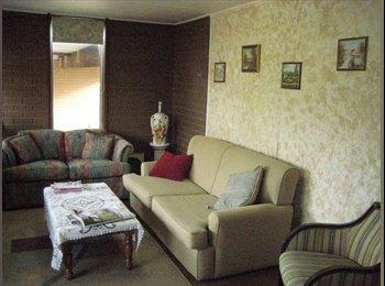 BUNDOORA 5 BEDROOM HOUSE WITH 2 BATHRMS, GREAT LOC
