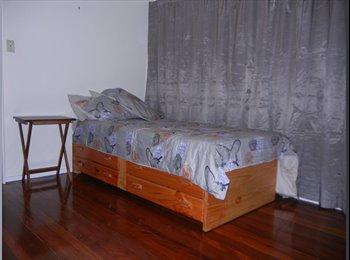 Kenmore - 3 Rooms, Quiet Suburb