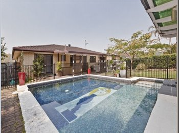 EasyRoommate AU - House in forest, 9km from city, pool, entertaining - Nathan, Brisbane - $200 pw