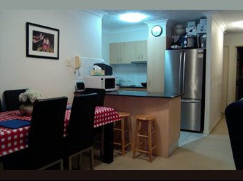 EasyRoommate AU - great single room overlooking pool - Labrador, Gold Coast - $170 pw