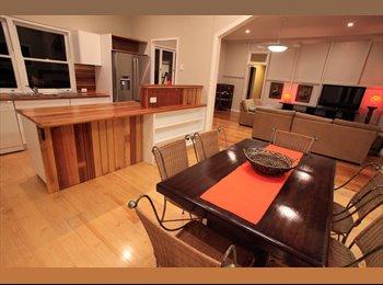 EasyRoommate AU - Enjoy living in fantastic fringe-CBD Queenslander, Spring Hill - $280 pw