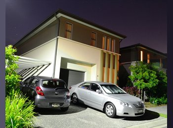 EasyRoommate AU - Unfurnished room in modern townhouse complex. - Pacific Pines, Gold Coast - $160 pw