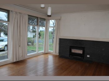 EasyRoommate AU - 1 ROOM AVAILABLE, $170 PER WEEK., Forest Hill - $160 pw