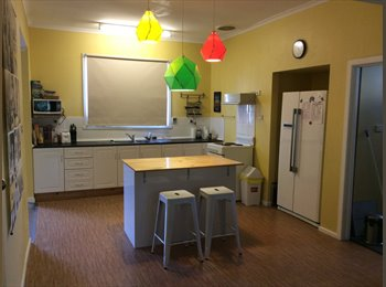 EasyRoommate AU - Furnished share house. Close to UTAS & AMC. Internet, water. & gas included - Mowbray, Launceston - $130 pw