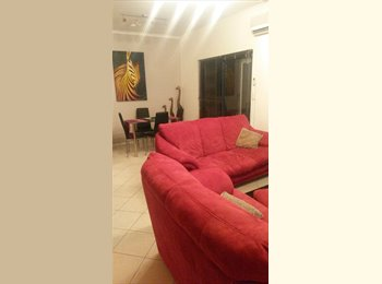 Central location close to city, beach and public transport