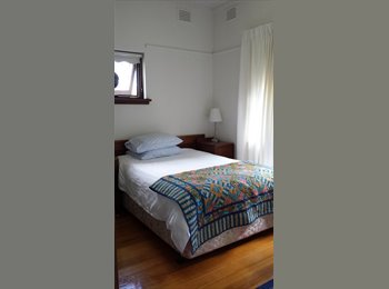 EasyRoommate AU - Modern! Spacious ! Fantastic location - transport - Hawthorn East, Melbourne - $240 pw