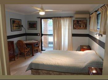 EasyRoommate AU - Master Bedroom - Middle Park, Brisbane - $200 pw