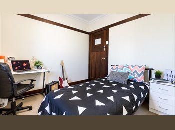 EasyRoommate AU - CITY GROVES, Red Hill - $195 pw