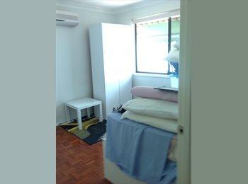 EasyRoommate AU - Friendly environment, close to everythimg - Ashmore, Gold Coast - $200 pw