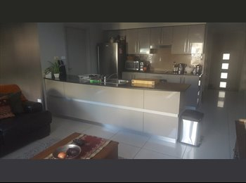 EasyRoommate AU - MODERN TOWNHOUSE CLOSE TO EVERYTHING!!! - Castle Hill, Sydney - $300 pw