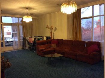 EasyRoommate AU - Double room in large Bayside apartment, Melbourne - $201 pw