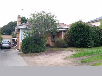 EasyRoommate AU - Massive room in great location share house - Balwyn North, Melbourne - $165 pw