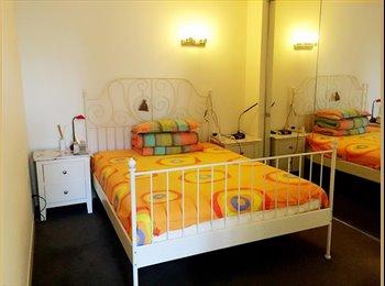 EasyRoommate AU - Melbourne CBD apartment - Melbourne, Melbourne - $300 pw