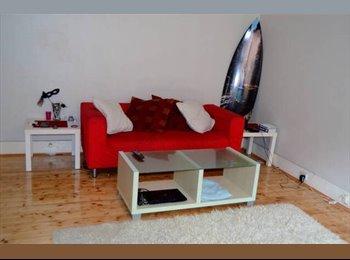 EasyRoommate AU - Beautiful Sunny Bedroom in Bondi Beach - Bondi, Sydney - $240 pw