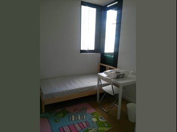 EasyRoommate AU - Room for rent- $300 p/w (negotiable) - Available August - Female - Carlton, Melbourne - $300 pw