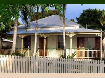 EasyRoommate AU - Fully furnished room in a lovely house with great housemates! - West End, Townsville - $125 pw