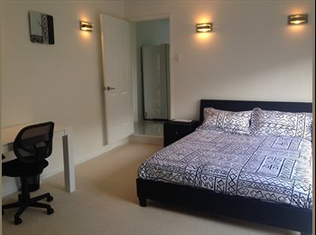 EasyRoommate AU - Modern, clean, queen size room - great for student or professional - Banora Point, Tweed Heads - $180 pw