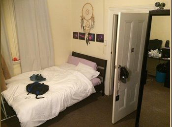 EasyRoommate AU - Spacious bedroom available in a large house in Enmore. - Enmore, Sydney - $242 pw