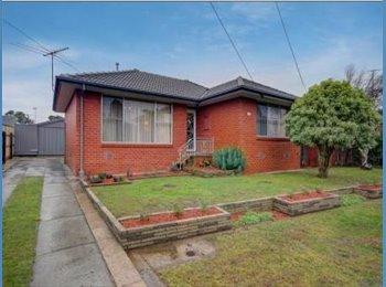 EasyRoommate AU - Beautiful Home, Room for Rent in Breakwater - Breakwater, Geelong - $140 pw