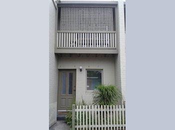 EasyRoommate AU - Spacious bedroom with ensuite bathroom and walk-in robe! - North Melbourne, Melbourne - $320 pw