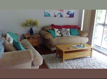 Room to rent in sunny Heathcote East