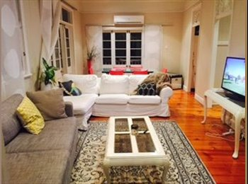 EasyRoommate AU - Room in friendly Qld'er in bardon/ rosalie area  - Bardon, Brisbane - $200 pw