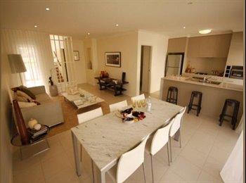 EasyRoommate AU - One bedroom in Luxury Townhouse in Merrimac for Rent - Merrimac, Gold Coast - $210 pw