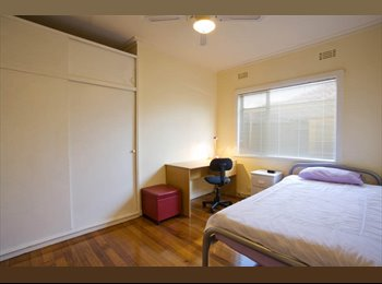 EasyRoommate AU - Bedroom for Rent in Burwood 900m from Deakin Gate 2! - Burwood, Melbourne - $220 pw