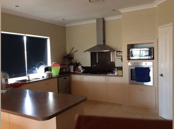 EasyRoommate AU - Ms Chen - Success, Perth - $300 pw