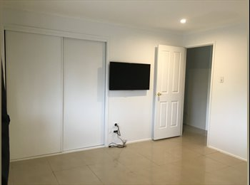 EasyRoommate AU - House in Benowa available  - Newly Renovated-Share room with ALL NEW linen -500G unlimited wifi - Benowa, Gold Coast - $130 pw