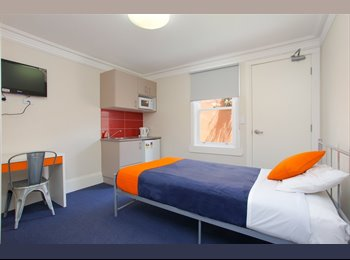 EasyRoommate AU - Bright single room with en-suite - Redfern, Sydney - $390 pw