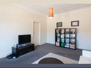 EasyRoommate AU - Large bedroom w private bathroom in 3bed flat in Bondi Beach. - Bondi Beach, Sydney - $410 pw