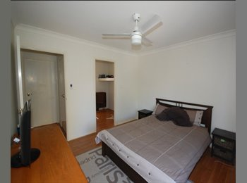 EasyRoommate AU - MASTER BEDROOM WITH ONSUITE TO RENT - Benowa, Gold Coast - $200 pw