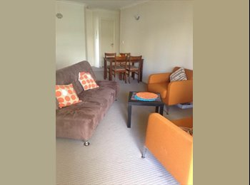 EasyRoommate AU - Share Room Available In Spring Hill - Spring Hill, Brisbane - $160 pw