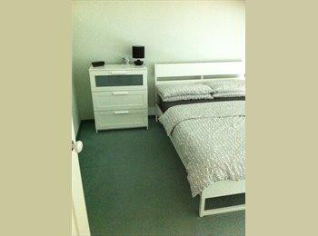 Main Bedroom & Ensuite for Rent in Quiet Court