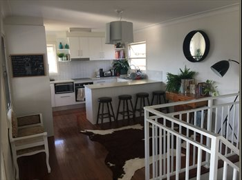 EasyRoommate AU - ROOM FOR RENT BUDDS BEACH 4217  - Surfers Paradise, Gold Coast - $199 pw