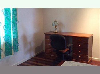 EasyRoommate AU - Great Room to Rent! - Labrador, Gold Coast - $170 pw