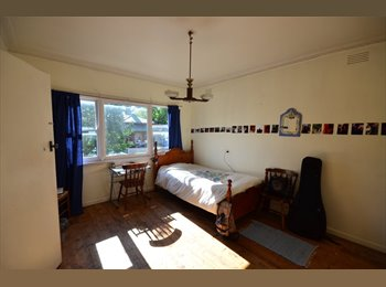 EasyRoommate AU - Sunlit Room in Northcote! - Northcote, Melbourne - $180 pw