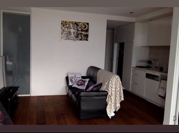 EasyRoommate AU - HOUSEMATE WANTED FOR BEAUTIFUL PORT MELBOURNE APARTMENT - Port Melbourne, Melbourne - $400 pw