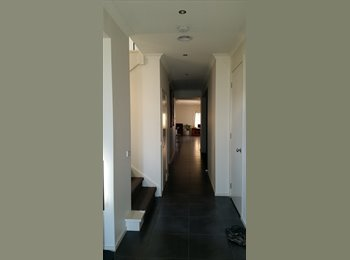 EasyRoommate AU - Room for boarder - Tarneit, Melbourne - $200 pw