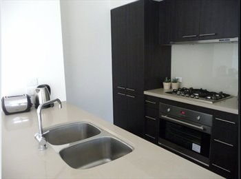 EasyRoommate AU - spacious house! only minutes from city. - West Footscray, Melbourne - $225 pw