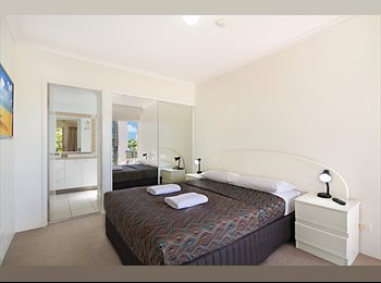 EasyRoommate AU - Furnished Holiday Apartment - Labrador, Gold Coast - $550 pw
