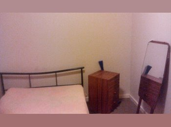 EasyRoommate AU - Room available in Melville. 5 mins from Freo - Melville, Perth - $150 pw