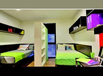 EasyRoommate AU - One bed available in a twin occupancy fully furnished ensuite room with single beds in a large 8 per - Melbourne, Melbourne - $307 pw
