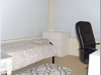 EasyRoommate AU - Room For Rent near Curtin University (180pw), Perth - $190 pw
