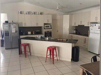 Amazing House with Pool, looking for Room mate.
